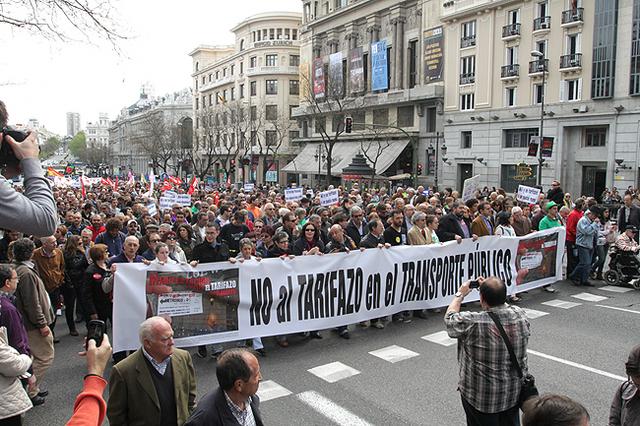 Miles de personas protestan contra el tarizafo del transporte público