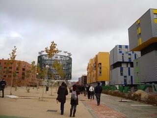 Rotunda respuesta de los vecinos del PAU de Vallecas a la Consejería de Educación