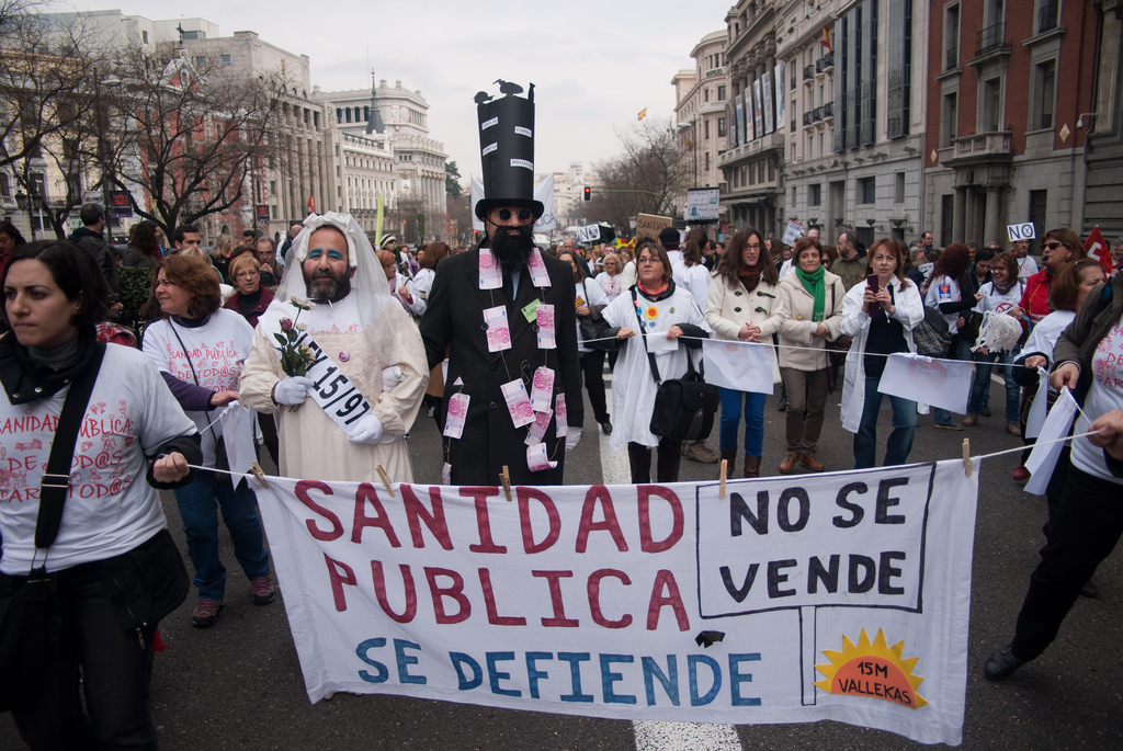 """Una nueva marea exige la inmediata retirada del plan de """"sostenibilidad"""" del sistema sanitario"""