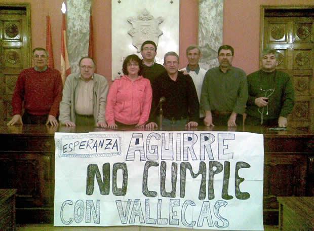 Vallecas comienza con un encierro una serie de movilizaciones para exigir al Gobierno regional el pago de 135.000 euros