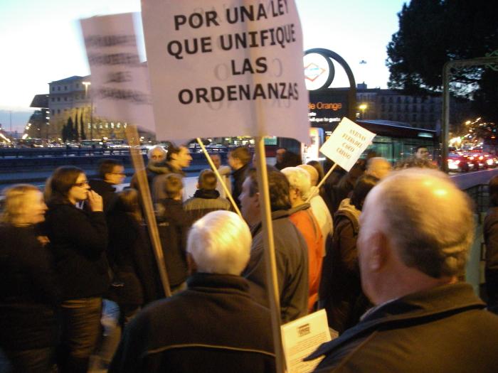 """Vecinos de San Blas se rebelan contra la """"antena pirata"""" de Vodafone"""