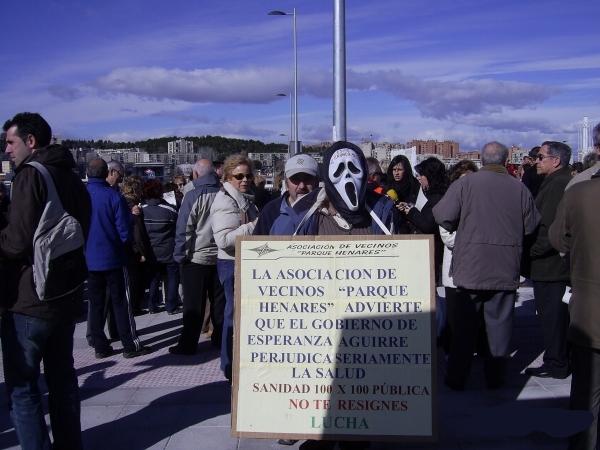 Vecinos y alcaldes reclaman más medios humanos y materiales en el hospital del Henares