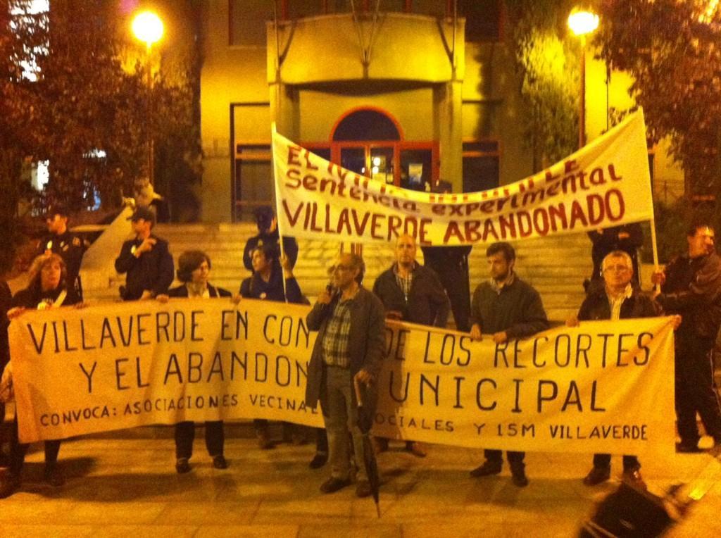 Villaverde Alto sale a la calle para exigir la remodelación de su colonia experimental