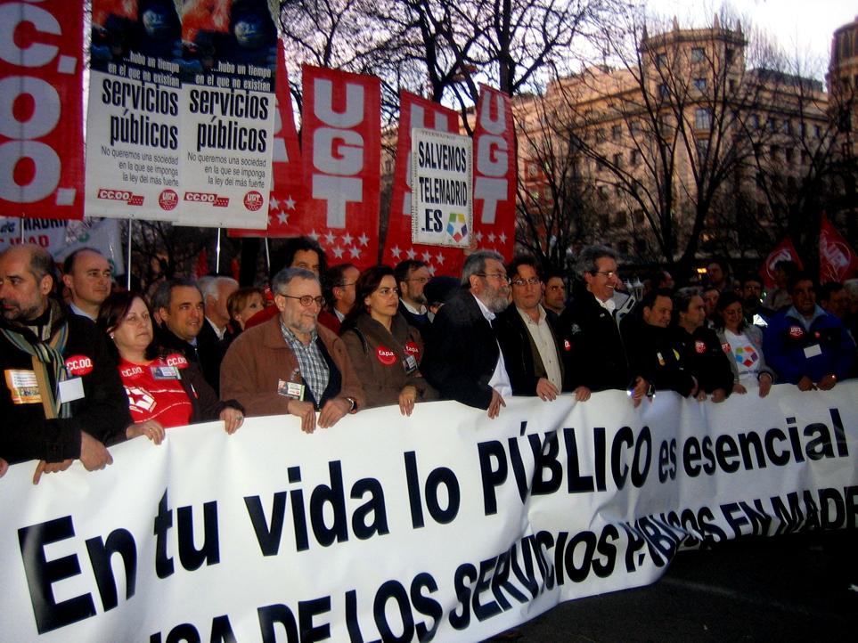 Decenas de miles de personas salen a la calle en defensa de los servicios públicos