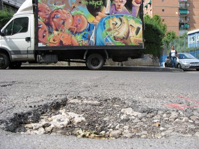 "El plan ""Madrid pavimenta Madrid"" olvida Aluche"