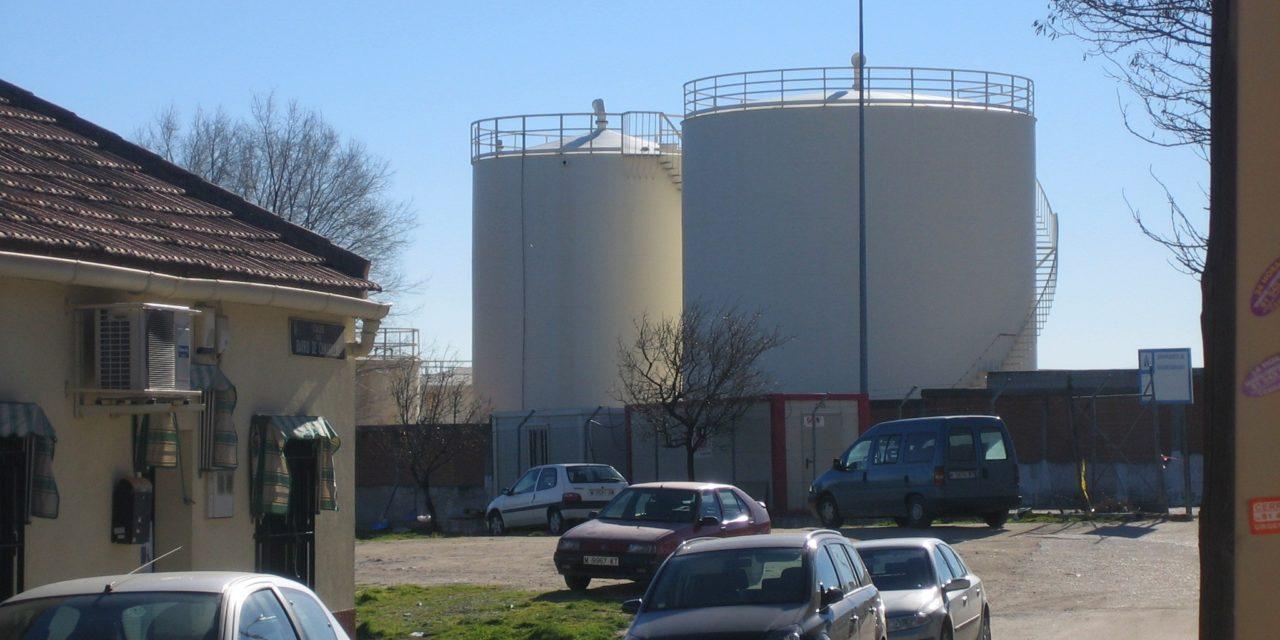 El traslado de los depósitos de queroseno llegará a la Asamblea de Madrid y el Senado