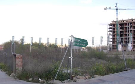 La cesión de una parcela al Arzobispado de Madrid obligará a ubicar un centro de salud en barracones prefabricados