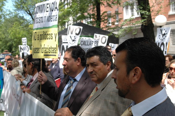 La Federación vecinal, en la manifestación contra la persecución de los gitanos y rumanos en Italia