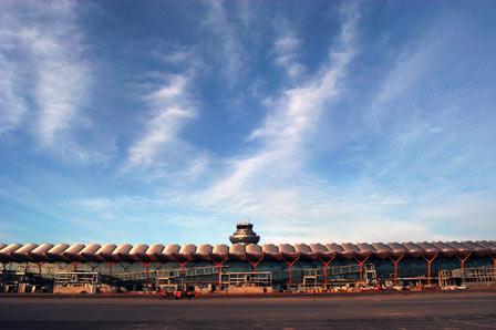 La FRAVM solicita información sobre los motivos que hacen inviable el cierre nocturno de Barajas