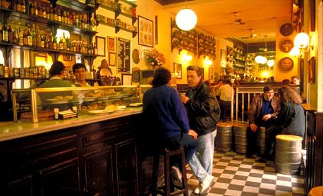 La FRAVM y los vecinos de Centro insisten en la reducción del horario de cierre de los bares