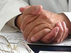 La lista de espera en la sanidad pública dura dos años