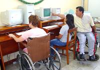 La tecnología, tema central del Día internacional de las personas con discapacidad en Villaverde