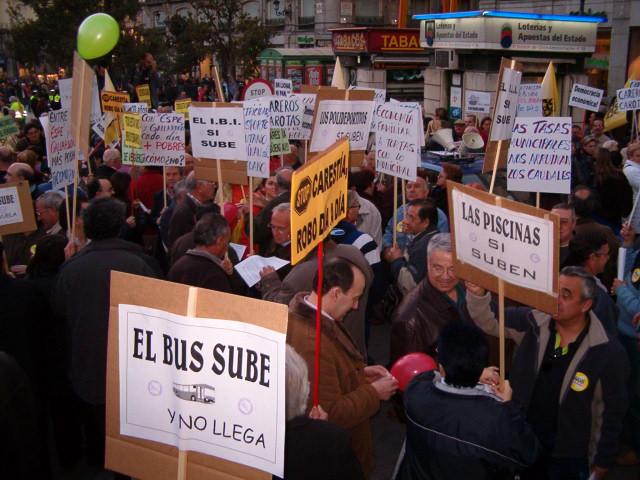 Las asociaciones de vecinos protestan por la carestía de la vida
