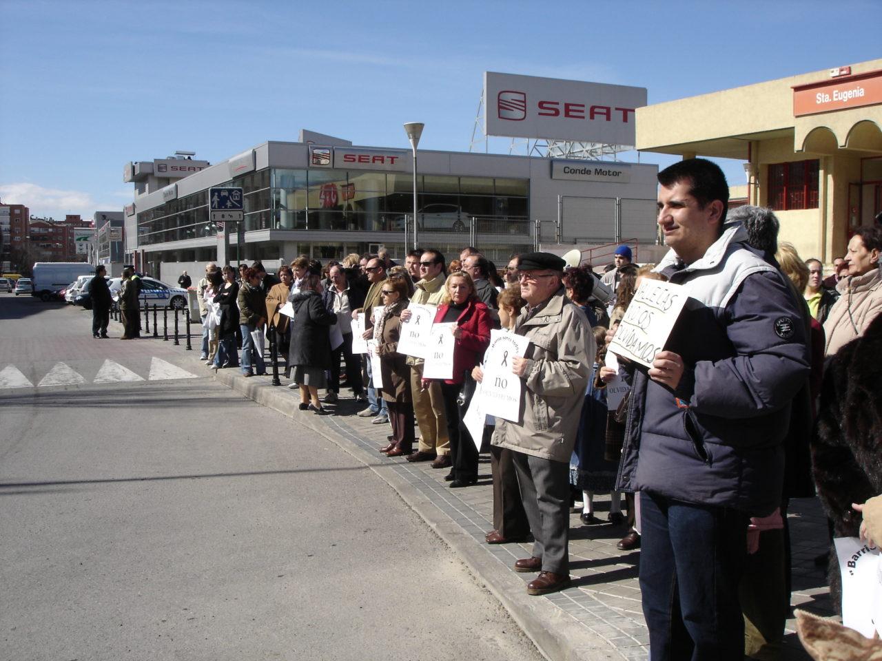 Las asociaciones de vecinos rinden homenaje a las víctimas del 11M