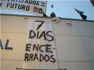 Las asociaciones vecinales de Ciudad Lineal, con los trabajadores de los polideportivos municipales