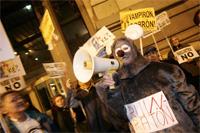 Los colectivos antiparquímetros de los barrios periféricos piden una consulta popular