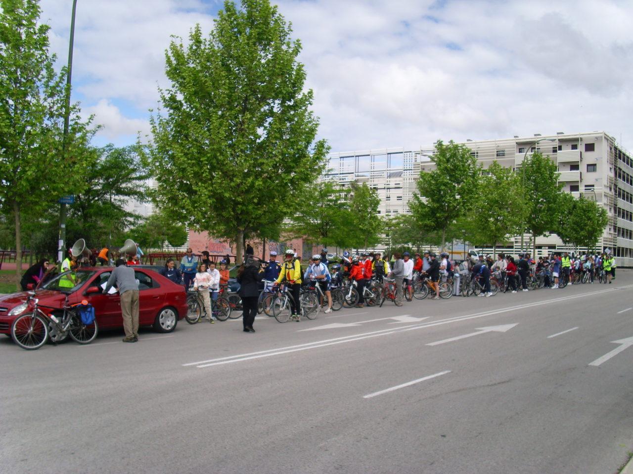 Más de un centenar de ciclistas participan en la III Fiesta de la Bicicleta de Carabanchel