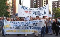 Medio millar de personas marchan en Aluche hasta un solar donde se levantará un centro de salud