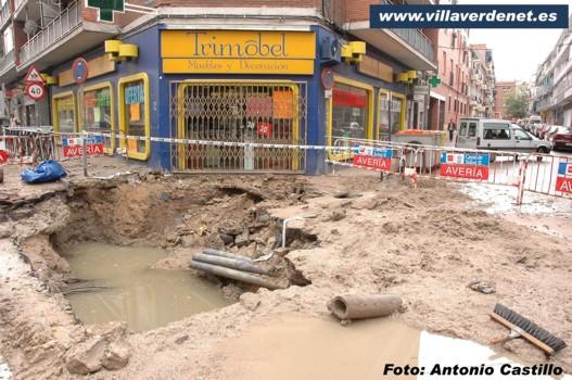 Miles de litros de agua despilfarrados en Villaverde