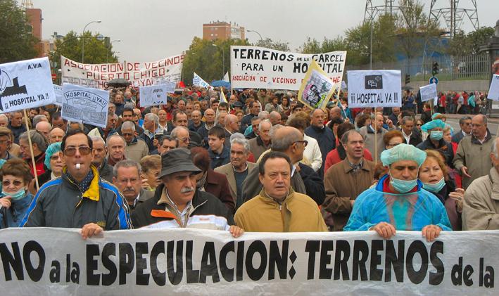 Miles de vecinos piden un hospital en los terrenos de la antigua cárcel de Carabanchel
