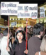 Un millar de personas se manifiesta en Sol contra el crimen del joven de Vallecas