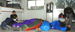 Vecinos de Retiro Sur se encierran en el barracón que hace las veces de centro de salud