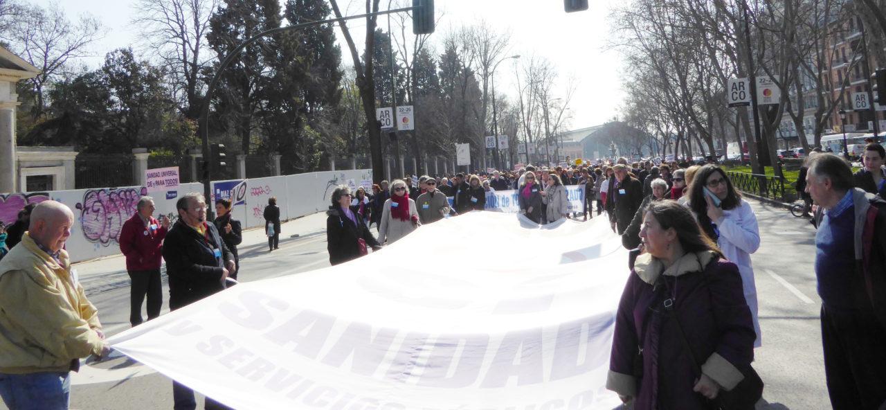 """La 53ª Marea Blanca pone el foco en los """"derrumbes"""" del sistema sanitario"""