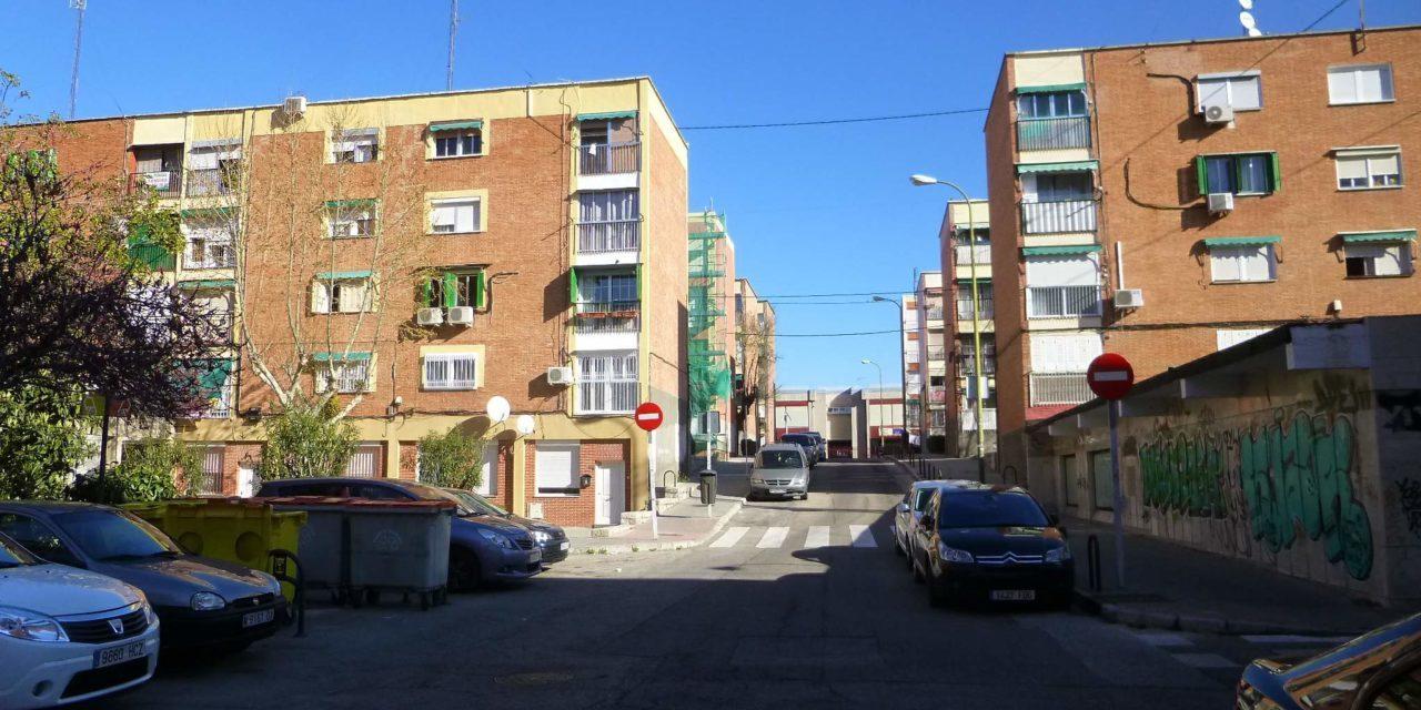El vecindario de Valdezarza pide a la Junta de Moncloa participar en el proyecto de mejora de la accesibilidad del barrio