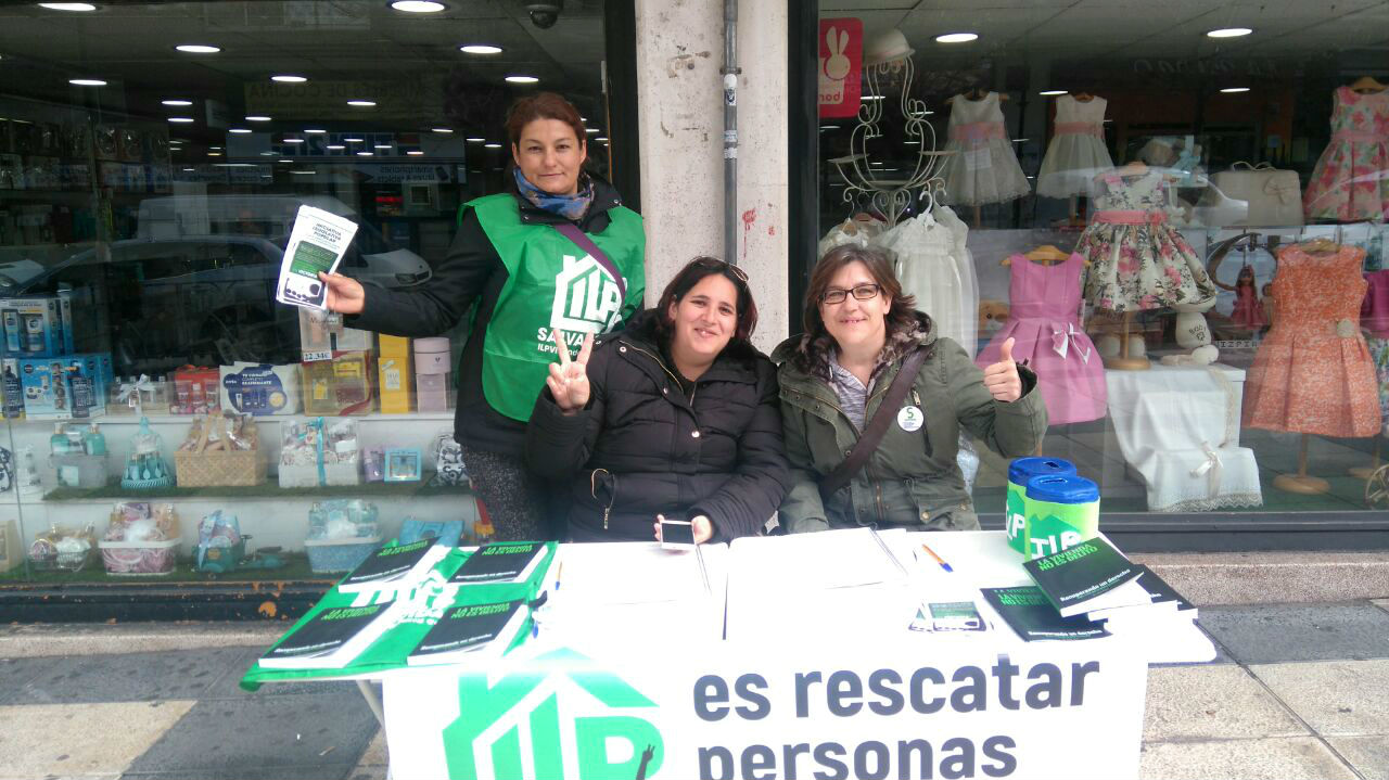 La campaña de la ILP de vivienda reúne en 23 días la mitad de las firmas necesarias