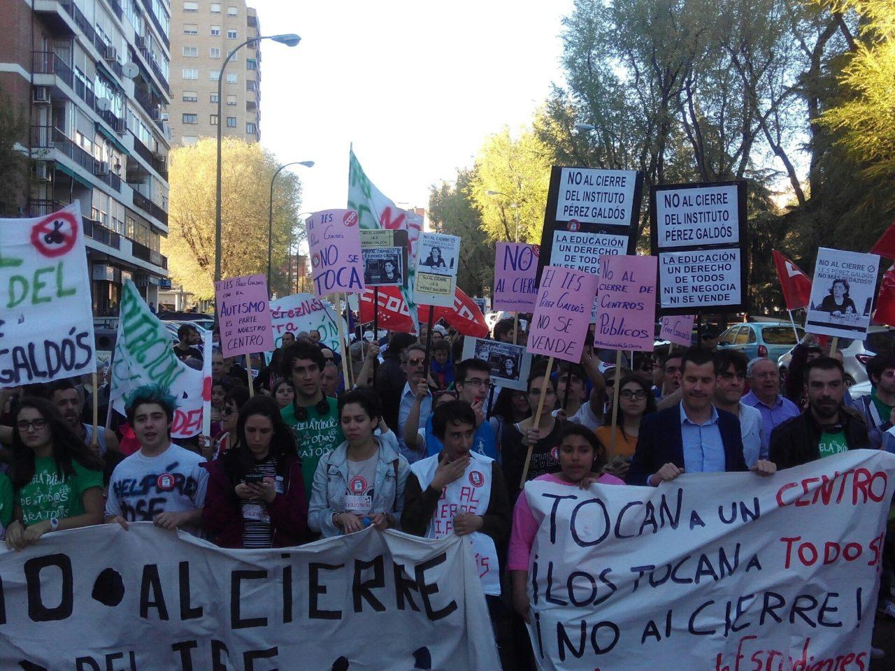 La FRAVM se opone al cierre del Pérez Galdós y condena la actuación policial