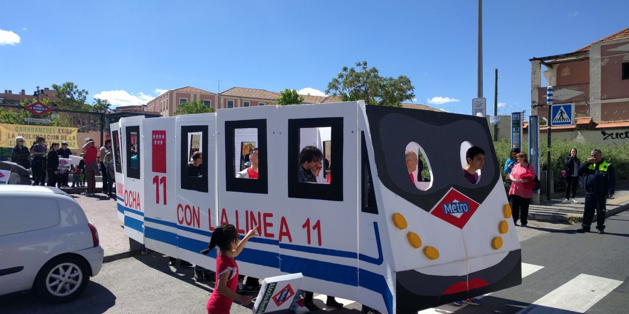 Los vecinos de Carabanchel Alto construyen su propio metro para pedir la prolongación de la línea 11