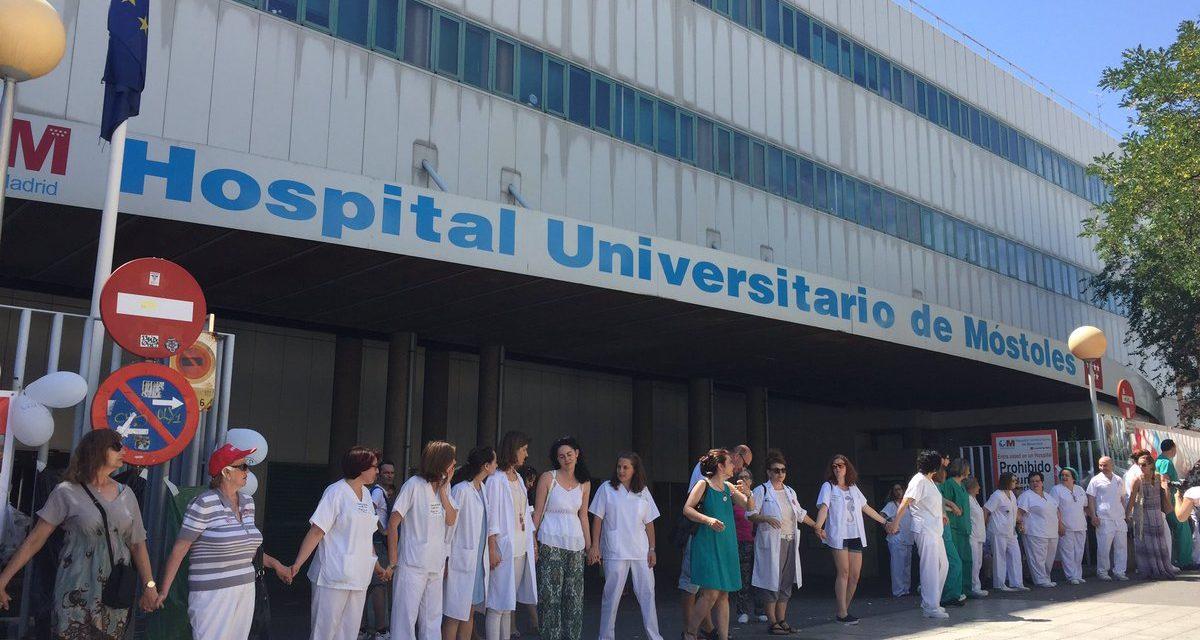 Monumental abrazo al Hospital Público de Móstoles