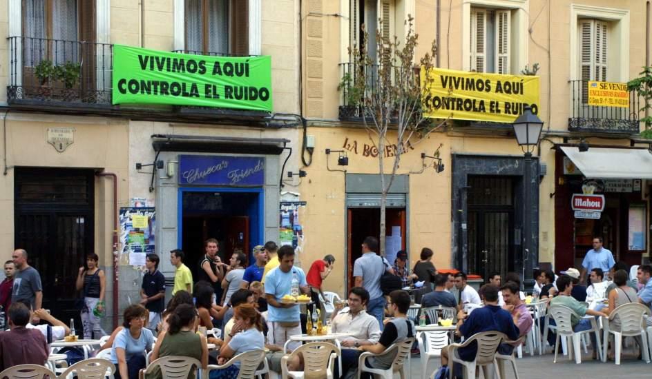 Los vecinos de Centro piden la retirada de la propuesta municipal de regulación de la música callejera