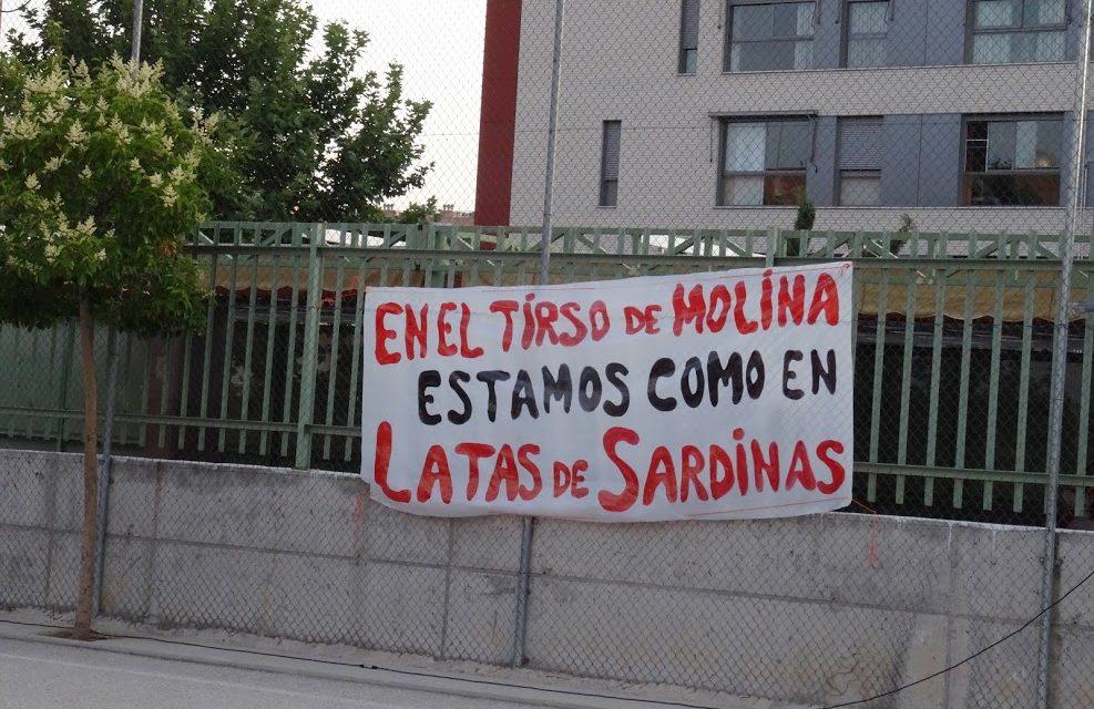 Las familias del colegio Tirso de Molina protestan por la masificación del centro