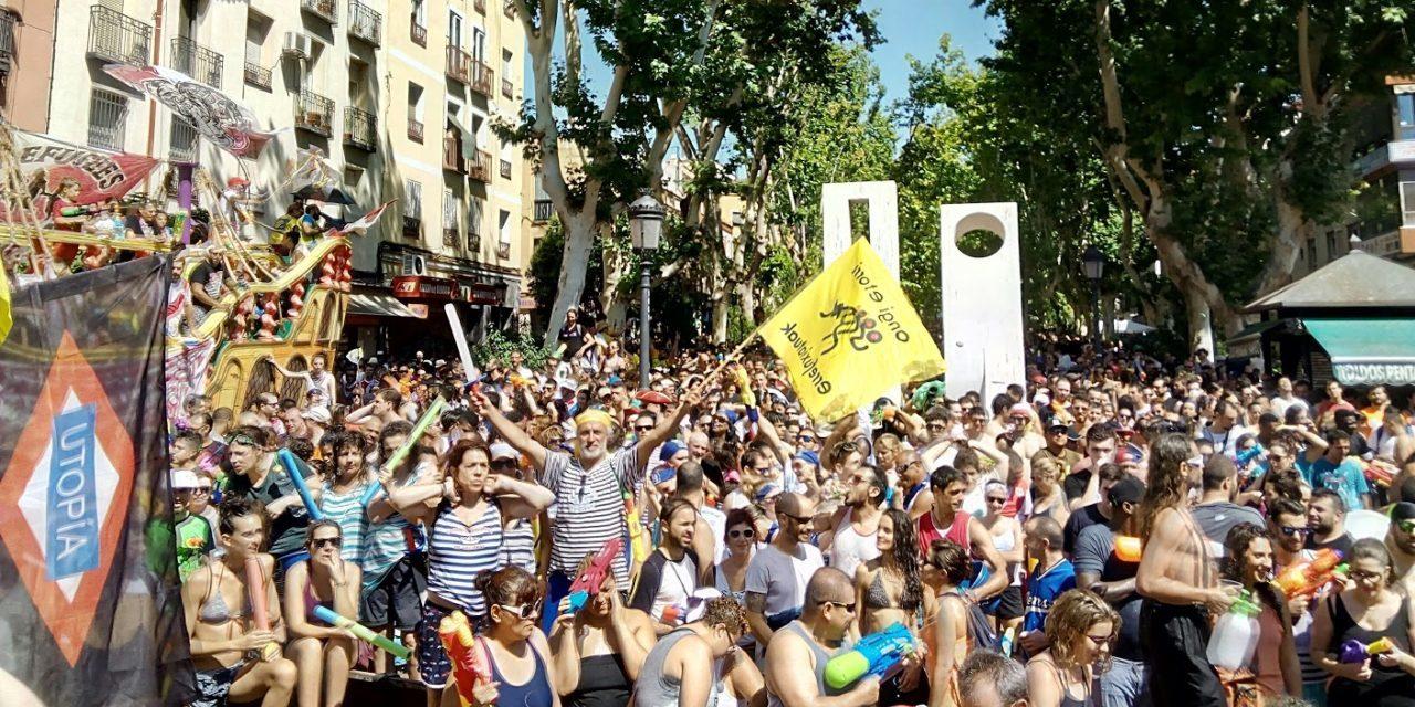 Batalla Naval: multitudinario chapuzón por las personas refugiadas en Vallecas