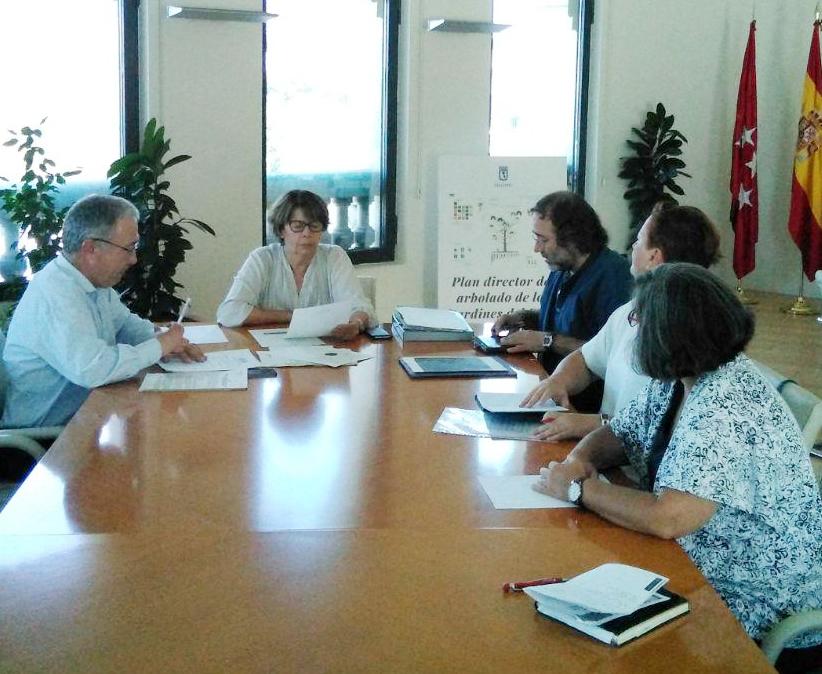 El Ayuntamiento de Madrid paraliza hasta septiembre la implantación del nuevo sistema de recogida de basura en los PAU