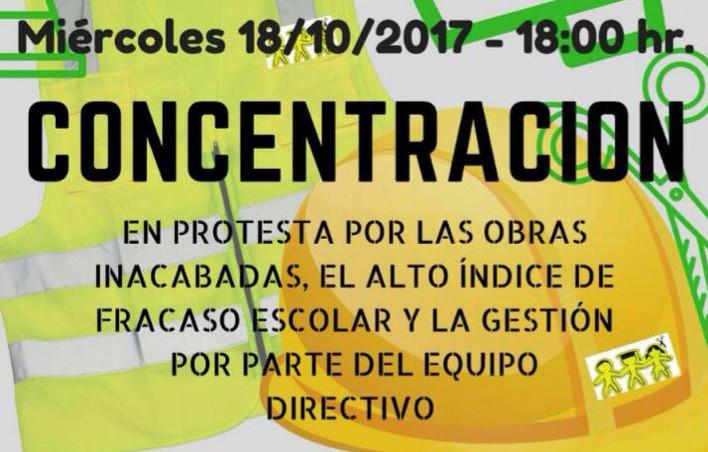 Protesta frente a la Consejería de Educación contra el abandono del instituto Juan Ramón Jiménez