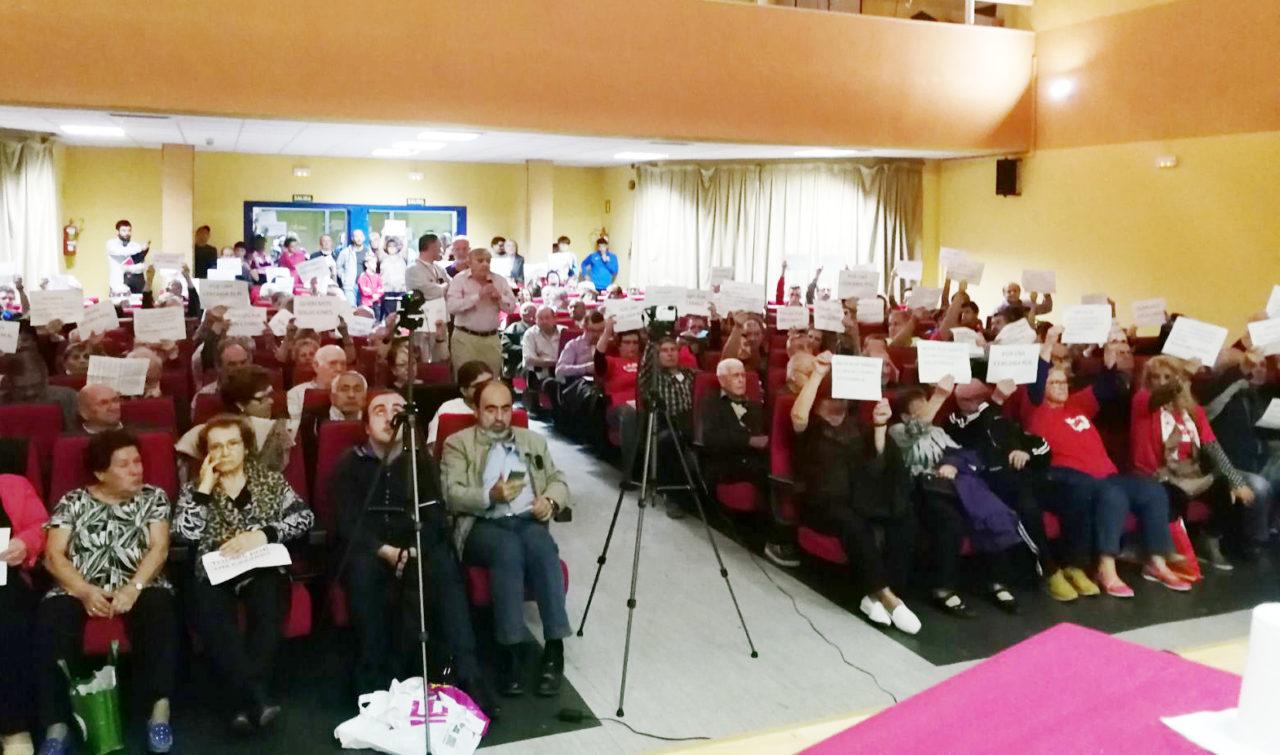 Orcasitas protesta por la inacción de la concejala de Usera ante los problemas del barrio