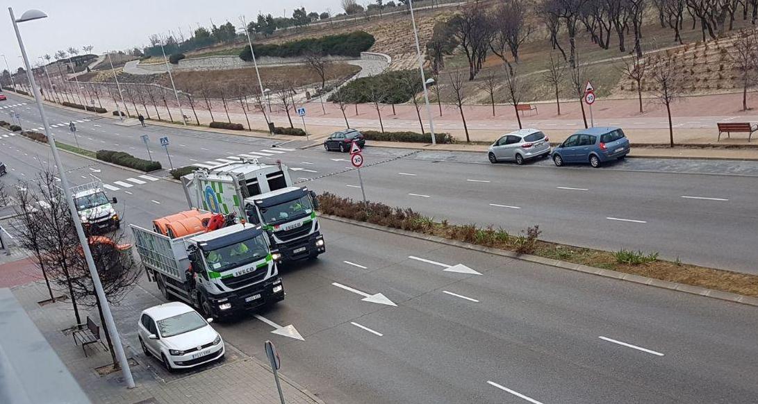 Los contenedores de basura de carga lateral llegan a Valdebebas Oeste con la oposición del vecindario