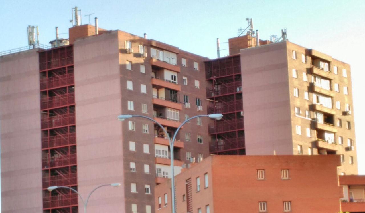 Podemos pide al Gobierno regional que estudie la incidencia en la salud de las antenas de telefonía en Fontarrón (Vallecas)