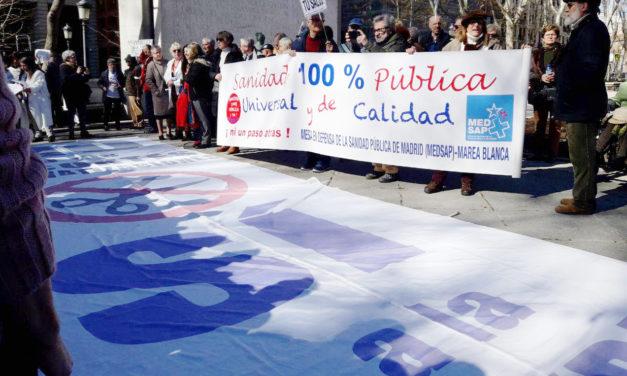 La 65ª Marea Blanca denuncia el continuo trasvase de enfermos de la sanidad pública a la privada