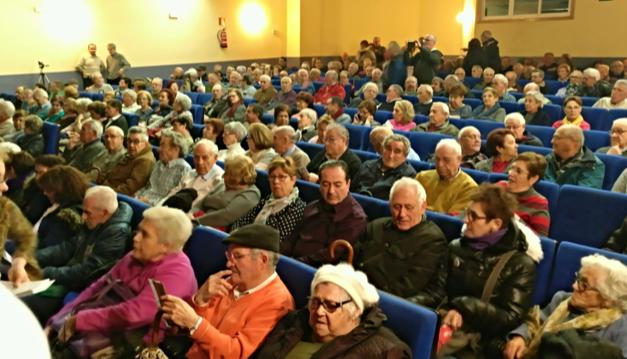 Masiva participación en un acto sobre las pensiones en el barrio de Zarzaquemada (Leganés)