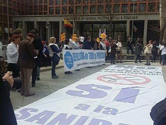 """La 67ª Marea Blanca acusa a Dolors Montserrat de ser un """"peón de la causa neoliberal"""" que privatiza la sanidad"""