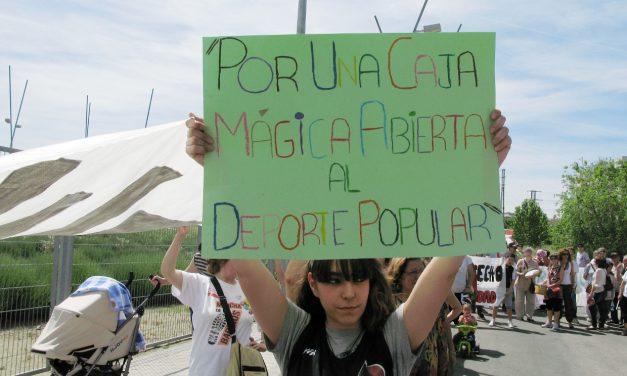 Open de Tenis: la prohibición de una concentración ante la Caja Mágica no frena la protesta del vecindario de San Fermín