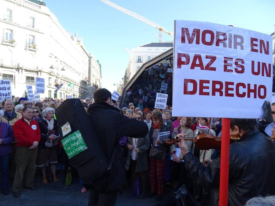 DMD y la FRAVM impulsan el testamento vital en los barrios de Madrid