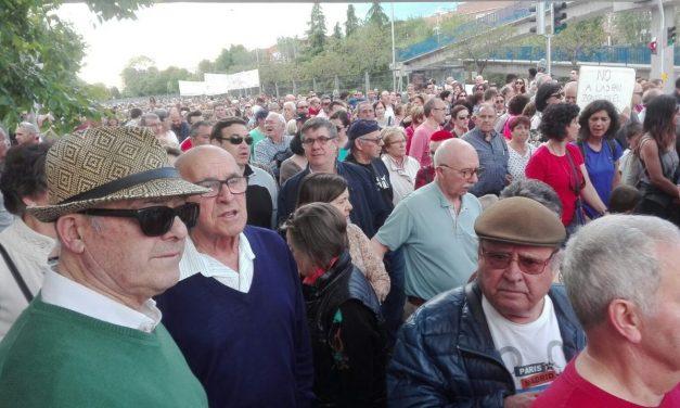 Un millar de personas reclama medidas ante los problemas que generan los partidos del Wanda