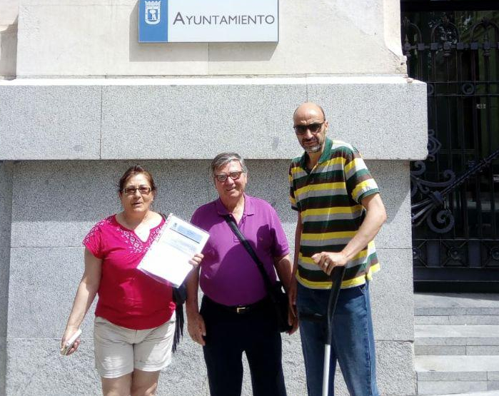 Las familias afectadas por la venta del IVIMA piden a diez ayuntamientos madrileños su implicación para paralizar sus desahucios