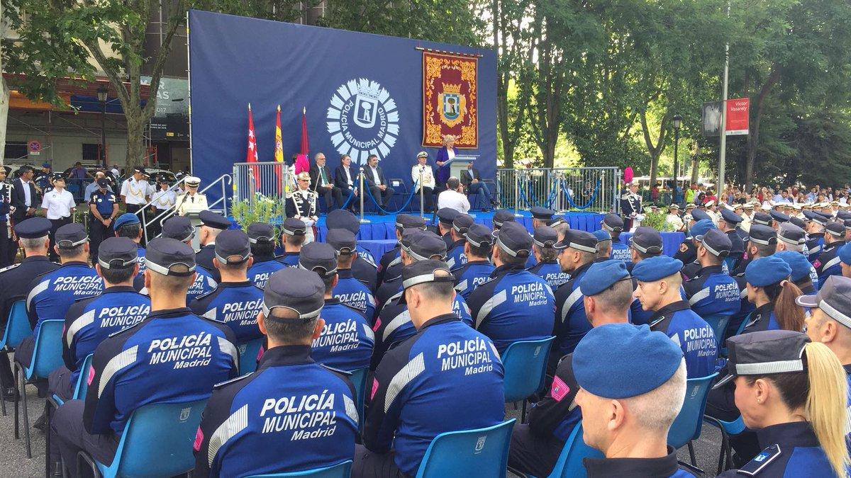 La Policía Municipal de Madrid otorga al presidente de la FRAVM la Cruz al Mérito Profesional