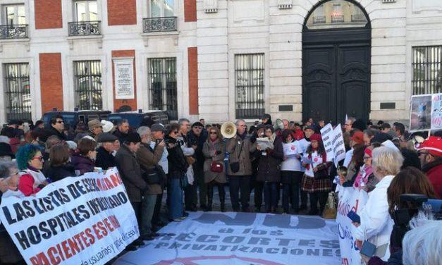 La 76ª Marea Blanca se convierte en una contundente protesta contra la propuesta de recorte horario en Atención Primaria