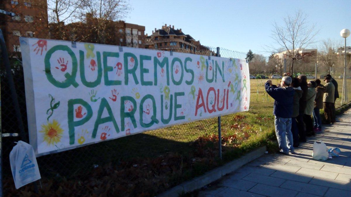 """Lazos verdes por el """"parque de Las moreras"""" de Colonia Jardín (Latina)"""
